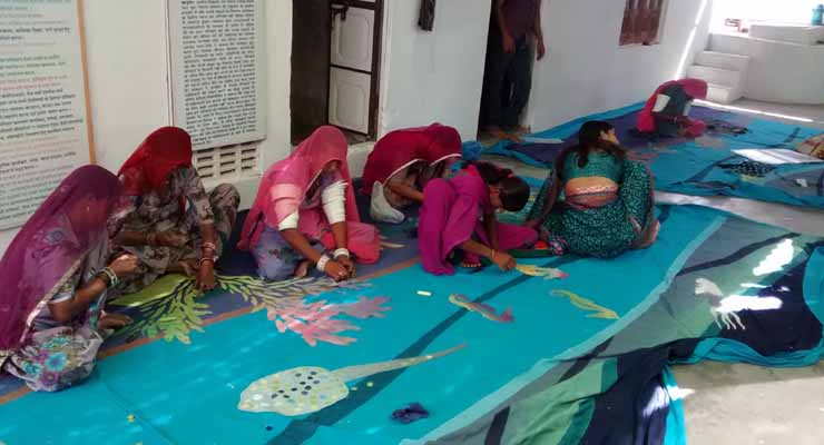 appliquing-of-mural-by-barmer-craftswomen