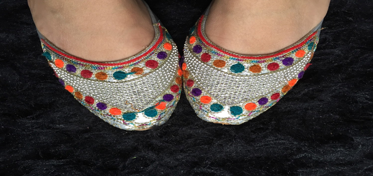 Ethnic handcrafted juttis