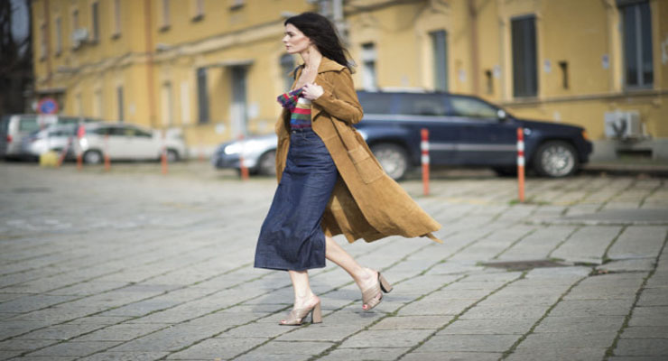 Midi skirt street style trend