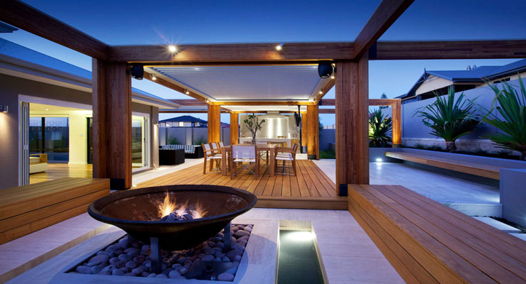 backyard-with-teak-decking_1