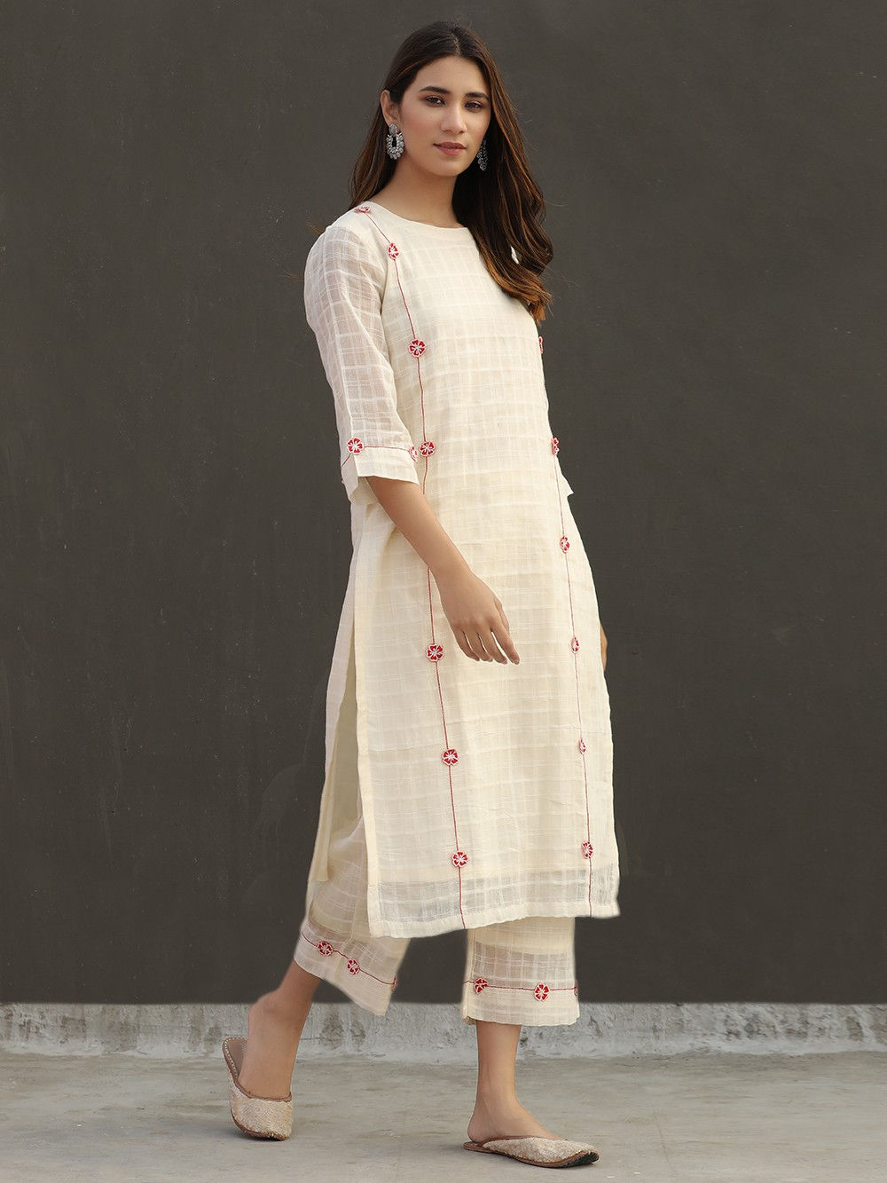 Off White Applique Work Cotton Mulmul Kurta with Slip